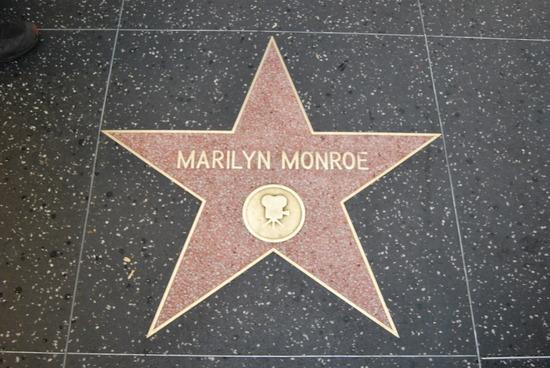 http://www.robzor.com/rhouse/marilynstar.jpg